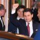 Giuseppe Conte saluta