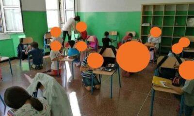 ripresa della scuola: bambini in ginocchio alla scuola caffaro di genova