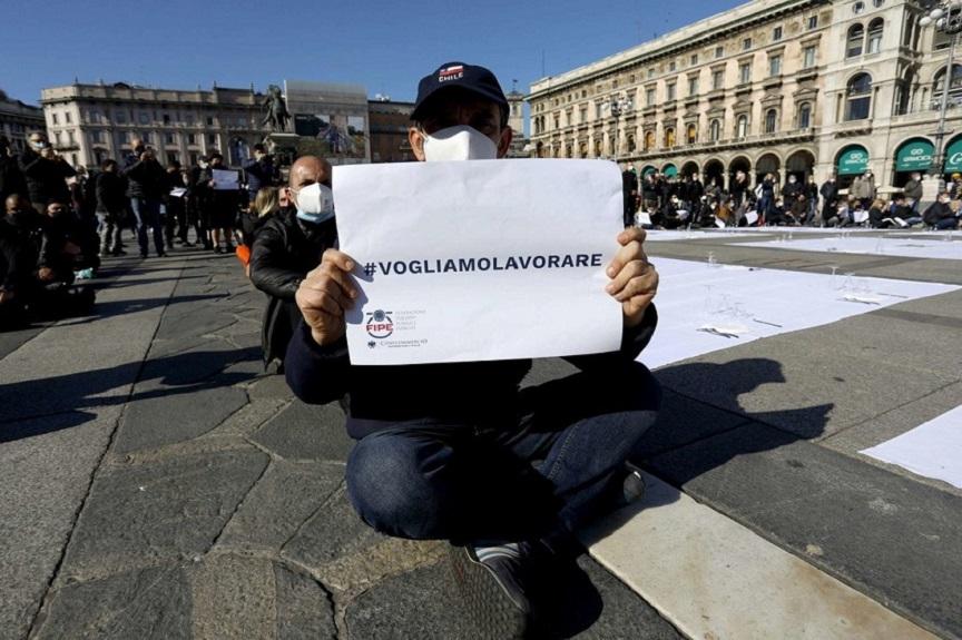 decreto ristori: protesta dei ristoratori a milano