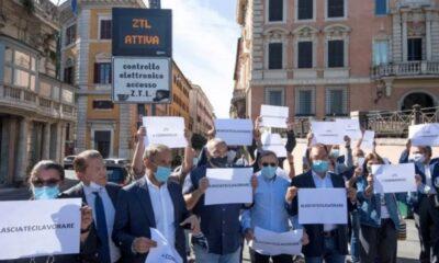 chiusure da covid: protesta per le riaperture
