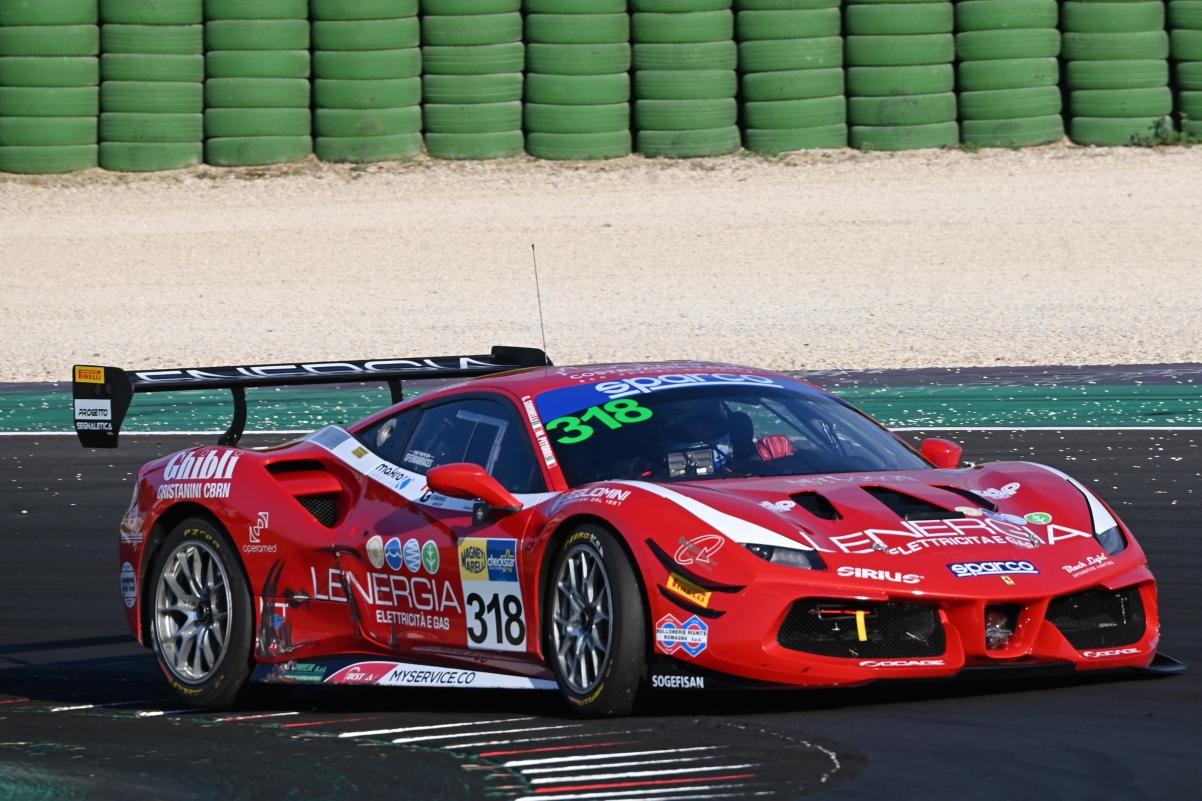 La Ferrari del team BestLap in gara a Misano
